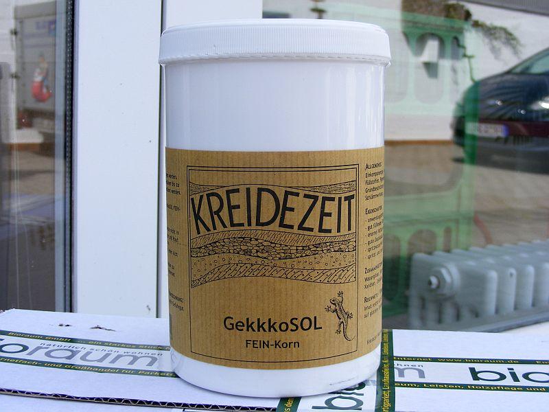 Haften auf Dispersions- und Latexfarben, auf Fliesen und Wandkacheln: Gekkkosol-Anstriche